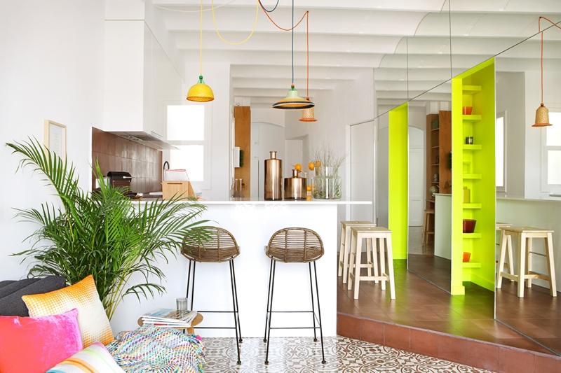 用色塊玩出空間層次,藤編吊燈營造度假氛圍!