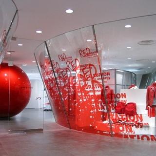 川久保玲聯名GUCCI 推出耶誕紅色計畫