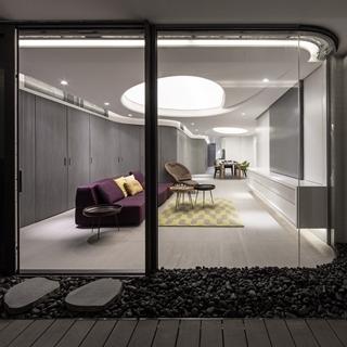 像住在太空艙裡!香港摩登現代宅