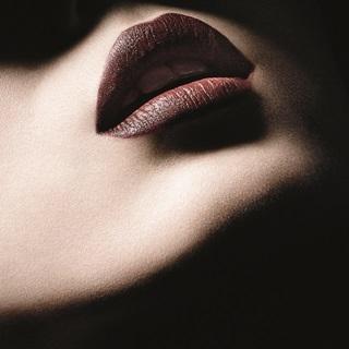 唇妝再突破!結合保養、口紅、唇線筆的M.A.C絲絨粉...
