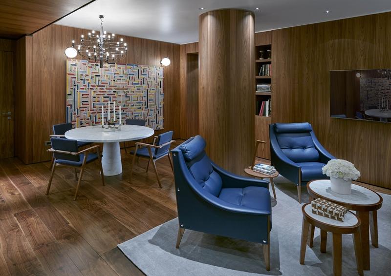 尊貴套房以木質與深藍勾勒設計師房的簡約美感。
