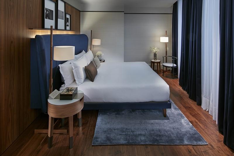 尊貴套房臥室同樣以深藍色為主調。