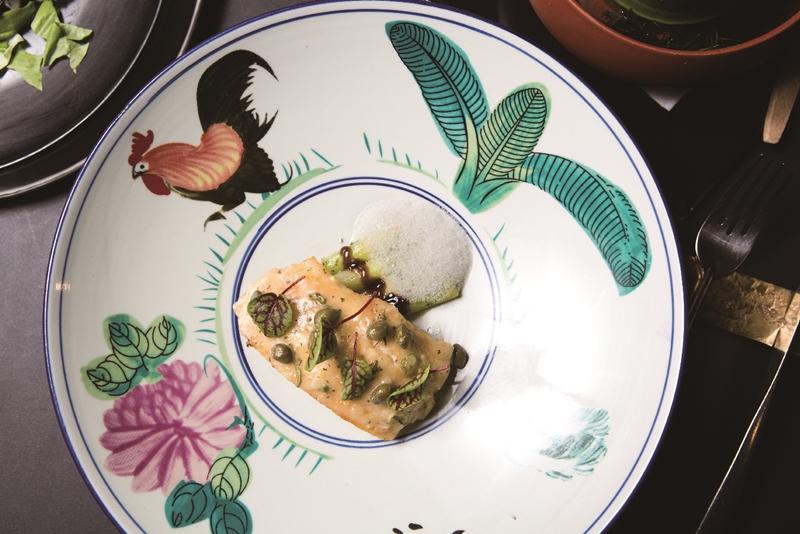鰈魚排奶油醬汁加入三星蔥、豆豉,台法混血風味。