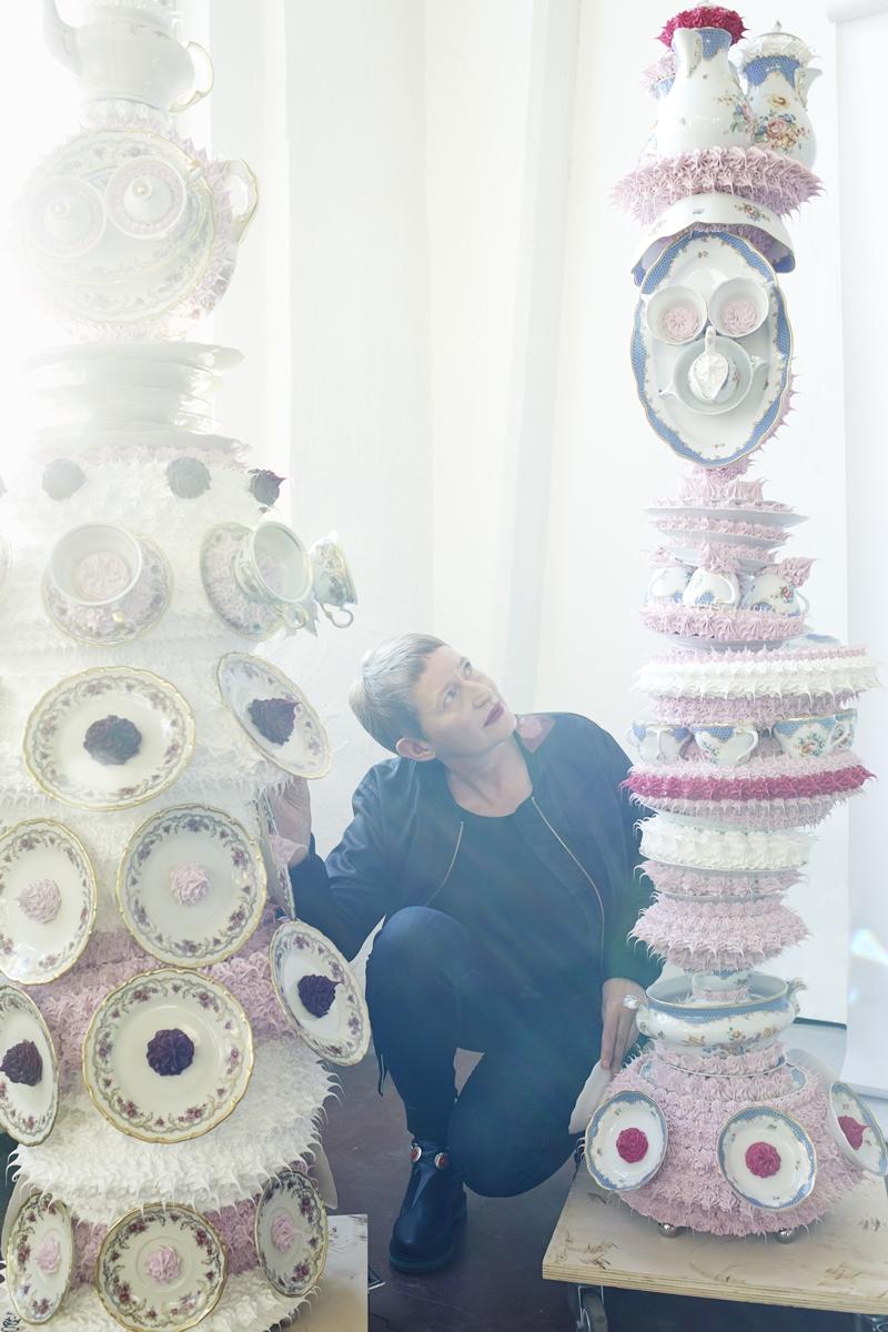 德國藝術家Anke Eilergerhard以「The Sweet Dream 美夢」為主題,設計Fendi櫥窗。