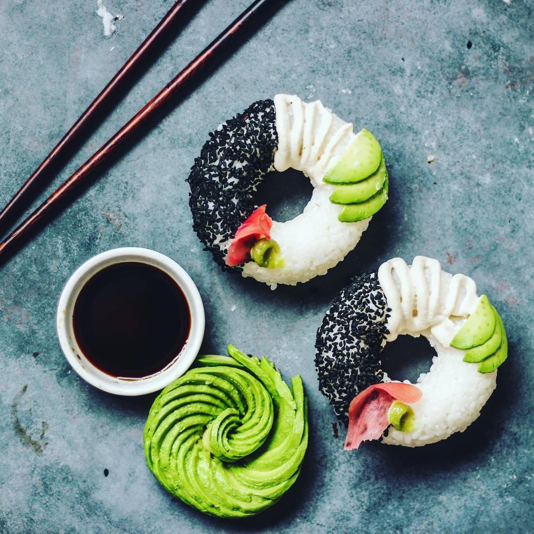 國外都在瘋這壽司新吃法,做成甜甜圈還真誘人