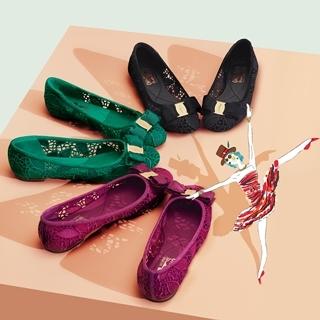女人夢寐以求的經典鞋款,蕾絲平底變奏版更鄰家浪漫!
