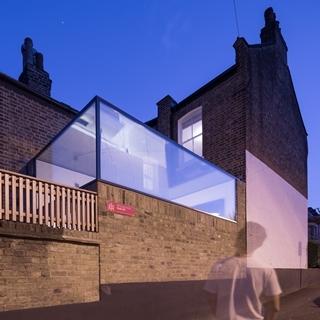 大片落地窗不夠看?那就把天花板也變成玻璃吧!