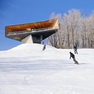 中國最美滑雪度假勝地!雪景中的「森林舞台」