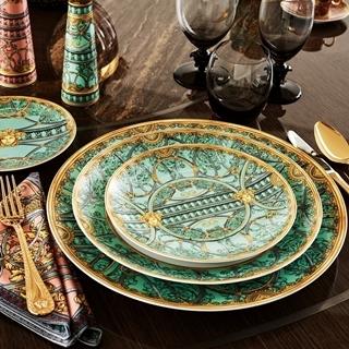 用杯盤說故事!VERSACE推出25款經典神話設計瓷...
