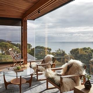 無敵海景盡收眼底!高蹺上的秋瑟玻璃屋