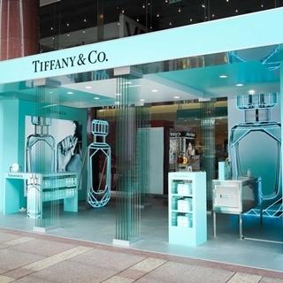 為經典淡香精披上精緻華服,Tiffany & Co....