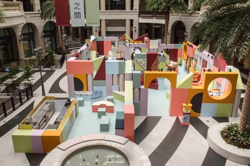愛馬仕「空間之間」家居藝術展正式登場,活潑色彩組合傳遞百年平衡美學