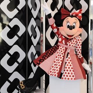 米妮也擁有專屬DVF裹身裙!