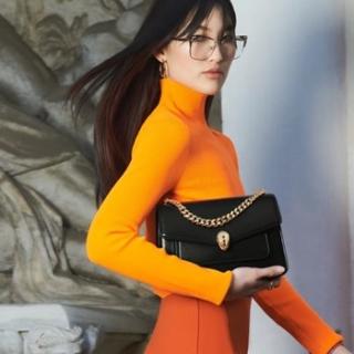 經典雋永又百搭!女人的時尚聖物「黑色包包」