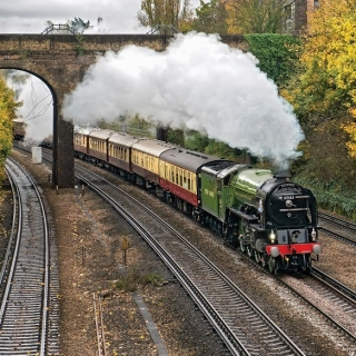 來一趟龐德式旅行  搭奢華快車品嚐頂級鐵道之旅