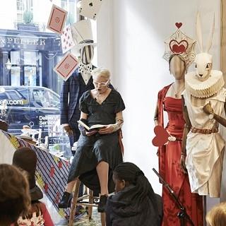 一起來Vivienne Westwood《愛麗絲夢遊...